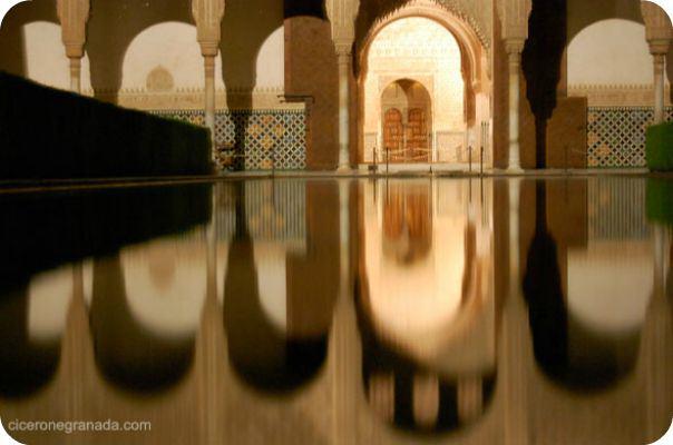 Visita Alhambra Nocturna. Experiencia Guiada en los Palacios Nazaries