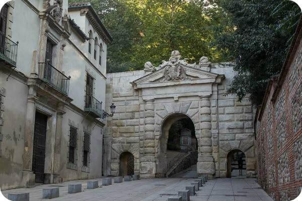Puerta De Las Granadas Cicerone Granada