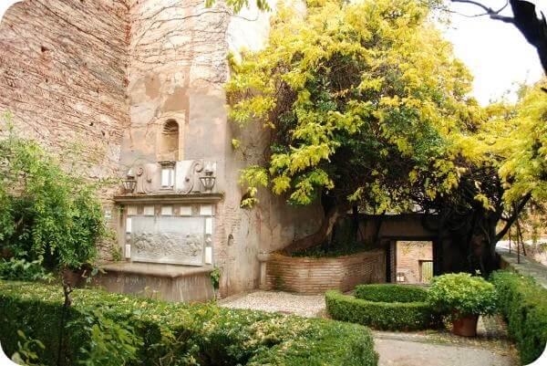 Jard n de los adarves cicerone granada for Ciudad jardin granada