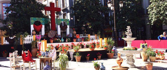 Granada se vuelve a llenar de cruces