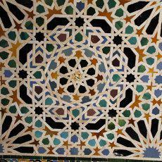 El alicatado andalusí: obras maestras de artesanía en las paredes