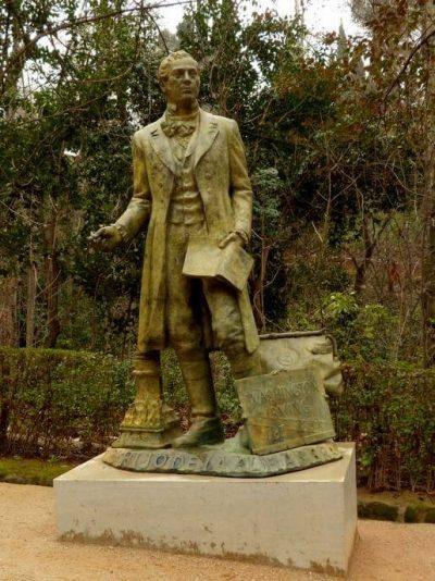 escultura de Washington Irvin en la Alhambra