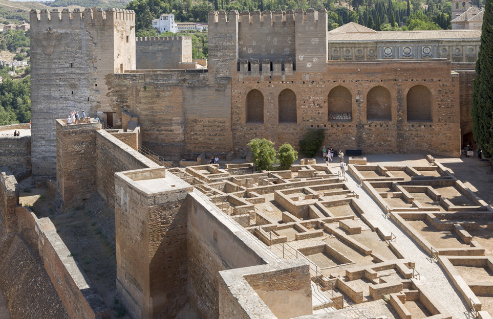 Alhambra Experiences: Night and day tour in a premium small group