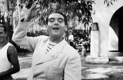 Federico García Lorca saludando