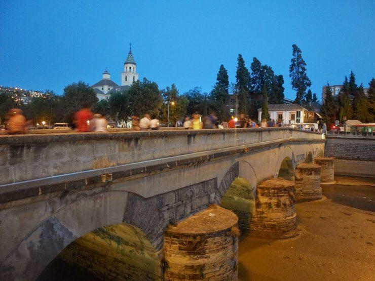 ver el atardecer en Granada desde el puente romano