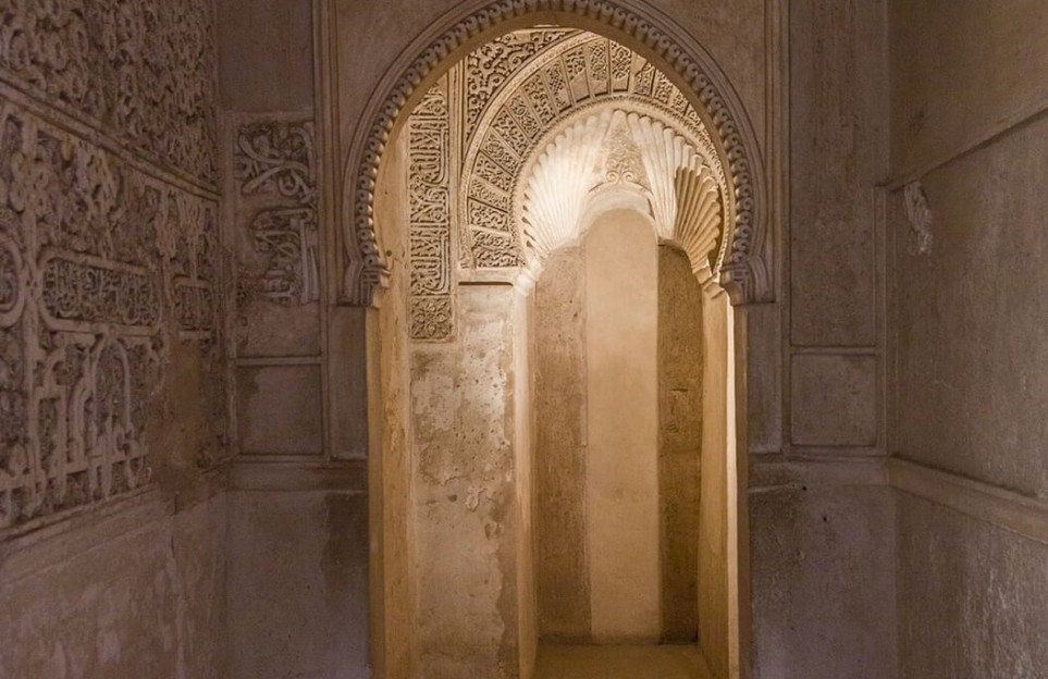 Private night tour of the Alhambra: Dreaming of the Nasrid Palaces