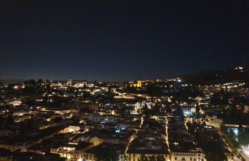 Visita privada nocturna de la Alhambra: soñando en los Palacios Nazaríes