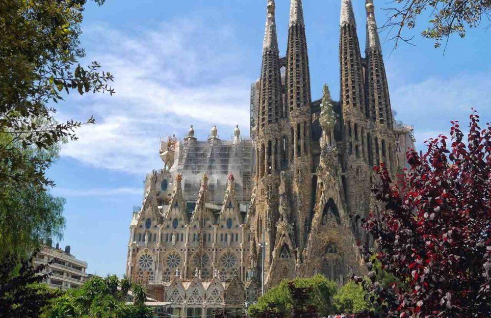 El Sueño de Gaudí. La Sagrada Familia de Barcelona. Live streaming tour