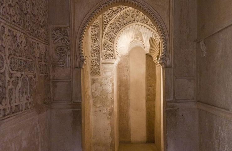 alhambra hallway